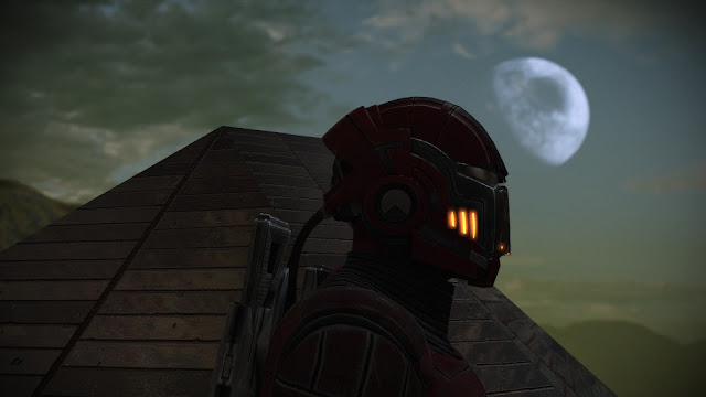 Screenshot of Commander Shepard in the first Mass Effect while using Photo Mode