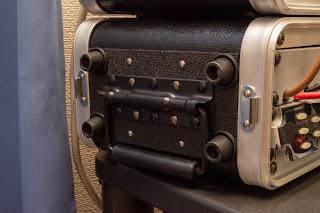 CPA02S は両側面にハンドルを備える