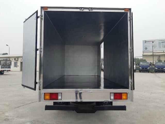 Hyundai 110SQ thùng kín