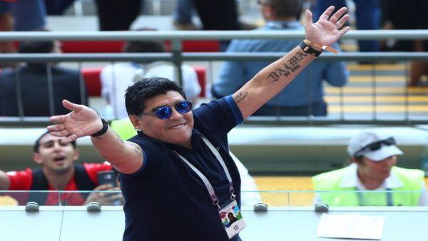 Desmienten que FIFA haya expulsado a Maradona como embajador