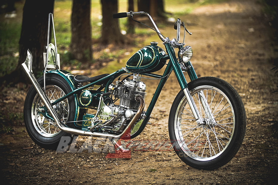 Motor hasil modifikasi full custom body gaya Chopper