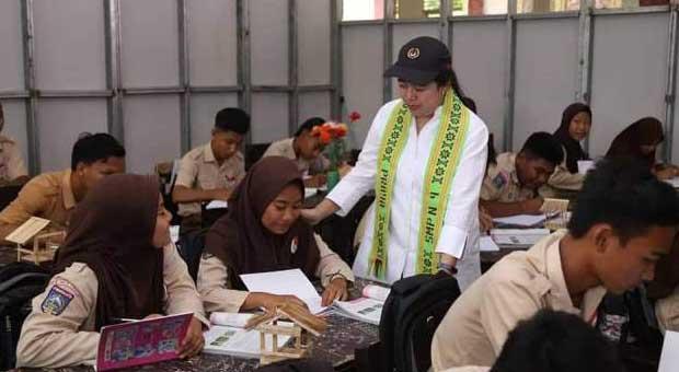 Dialog Pelajar SMPN 4 Praya dengan Puan Maharani