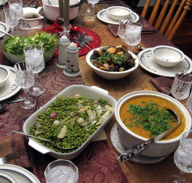 christmas dinner: green salad, white bean butternut squash soup, peas with pearl onions & endive, roasted vegetables