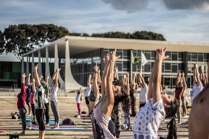 Turismo: Yoga em Brasília chega à Praça dos Três Poderes