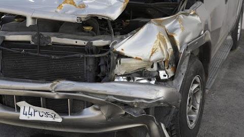Súlyos baleset a 84-es főúton: két autó ütközött, egy ember meghalt, ketten megsérültek