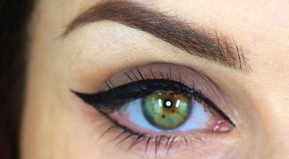 Cara Memakai Eyeliner Pensil Untuk Mata Sipit agar Mata Terlihat Besar