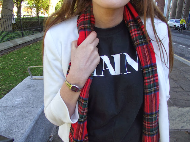 haim t shirt, haim band merch, haim merchandise, tartan scarf, how to wear a band t-shirt, white blazer, casio watch
