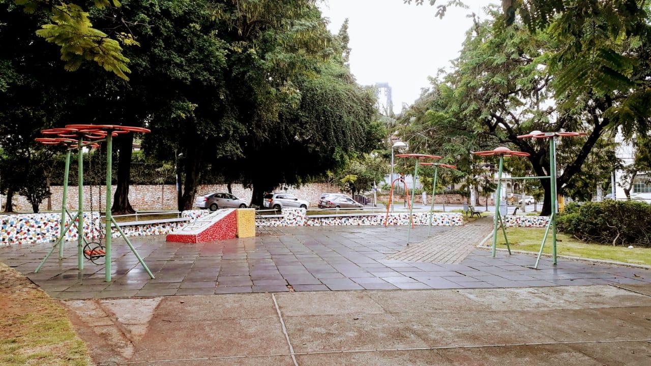 Praças em Belo Horizonte - piquenique ou com Parquinho