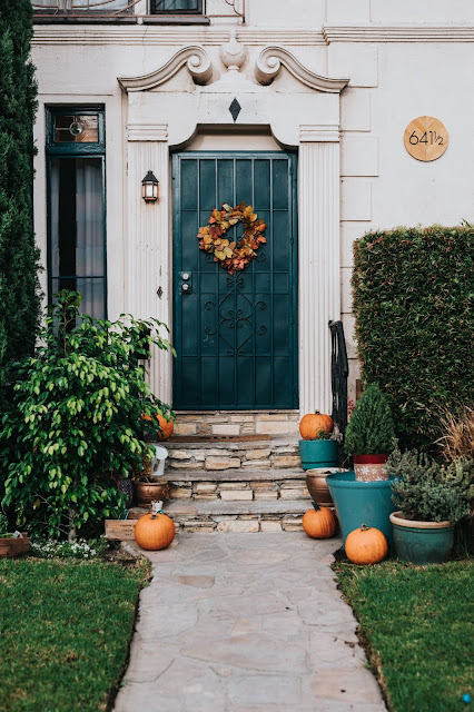 Pumpkin display front door with wreath