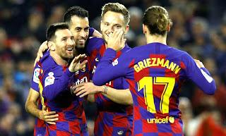 نادي برشلونة يعلن التخفيض في رواتب لاعبيه