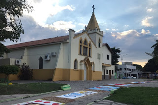 http://vnoticia.com.br/noticia/4447-pandemia-leva-igrejas-a-utilizarem-tecnologia-para-transmitir-missas-e-cultos-nas-redes-sociais
