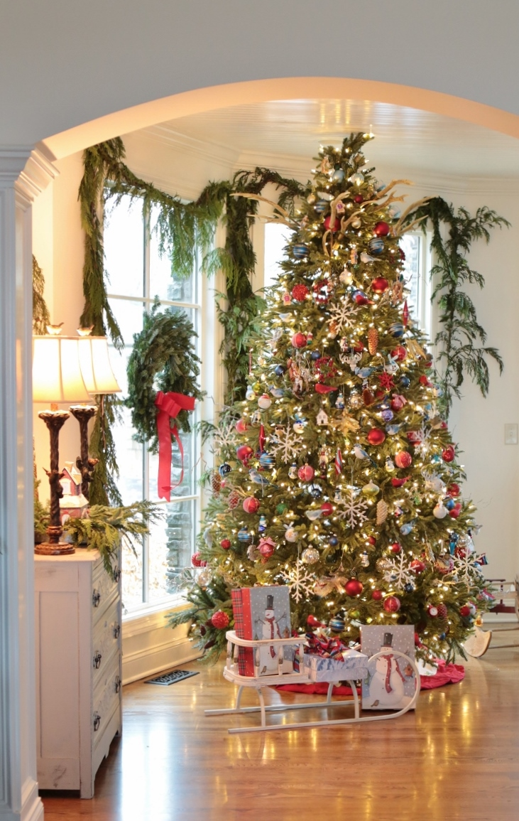 Rattlebridge farm holiday home tour blog hop day 2 Large decorated christmas trees