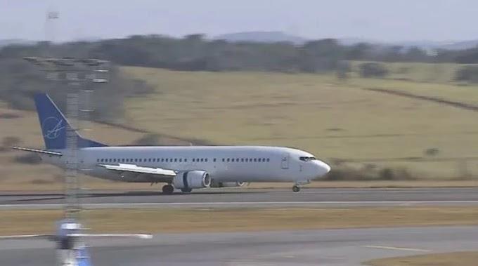 Biden bonzinho? Primeiro avião de deportados brasileiros chegam com eles algemados em MG