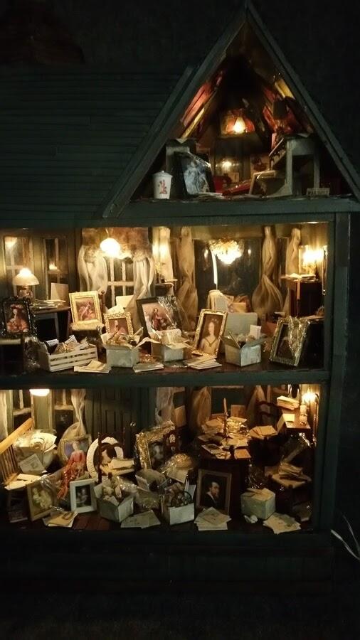 14-The-interior-house-at-night-Greggs-www-designstack-co