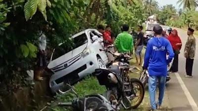 Mobil Terjun ke Selokan di Bone, Sopir Luka-luka