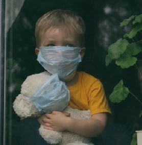كيفية مساعدة الأطفال المصابين بالوحدة بسبب فيروس كورونا