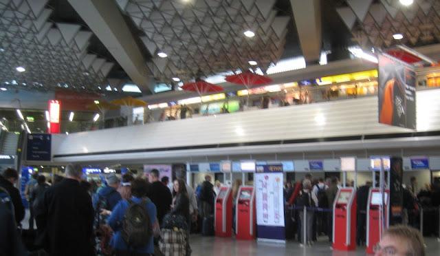 Schlange am Frankfurter Flughafen