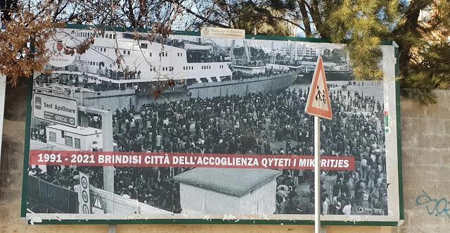 """""""Portico degli albanesi"""" a Brindisi in ricordo dell'esodo degli albanesi"""
