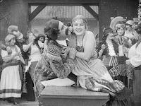 """Эдна Первайэнс и Джон Рэнд в к/ф """"Пародия на Кармен"""" / Burlesque on Carmen (1916) - 5"""