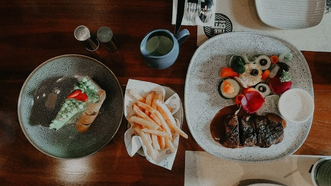 Mencicipi Australian Ribeye di Cutt and Grill Senopati
