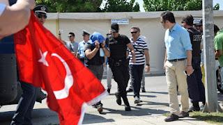 Κλιμακώνονται οι πιέσεις της Άγκυρας στην Αθήνα για την έκδοση των 8 στρατιωτικών
