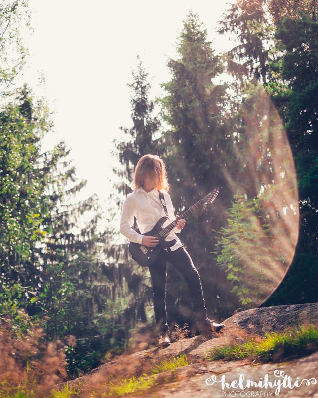 rippikuvat-poika-kitara