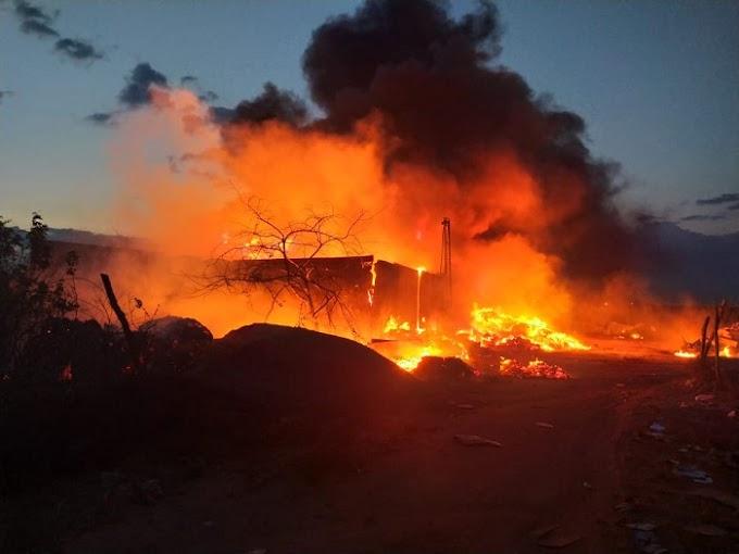 Depósito de recicláveis pega fogo em Conceição do Coité