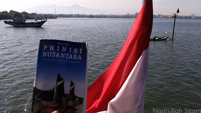 Teman seperjalanan kali ini adalah buku tentang kapal phinisi