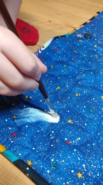Painting a comet on a Solar system quilt