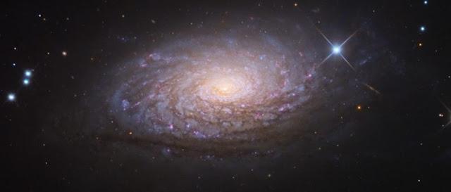 foto de la galaxia del girasol echa por el telescopio hubble
