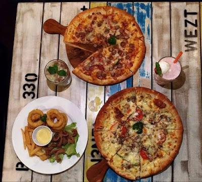 White Marine Pizza