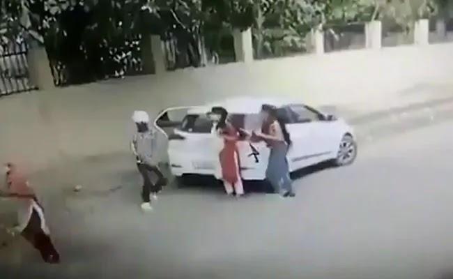 वीडियो में दिखाया गया है कि हरियाणा महिला की हत्या उसके कॉलेज के बाहर, आरोपी गिरफ्तार