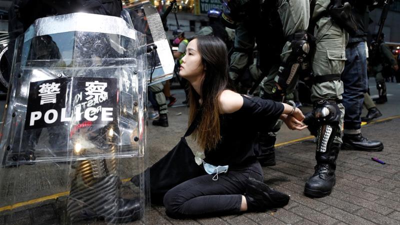 Hong Kong: Thousands protest as bid to block face mask ban fails