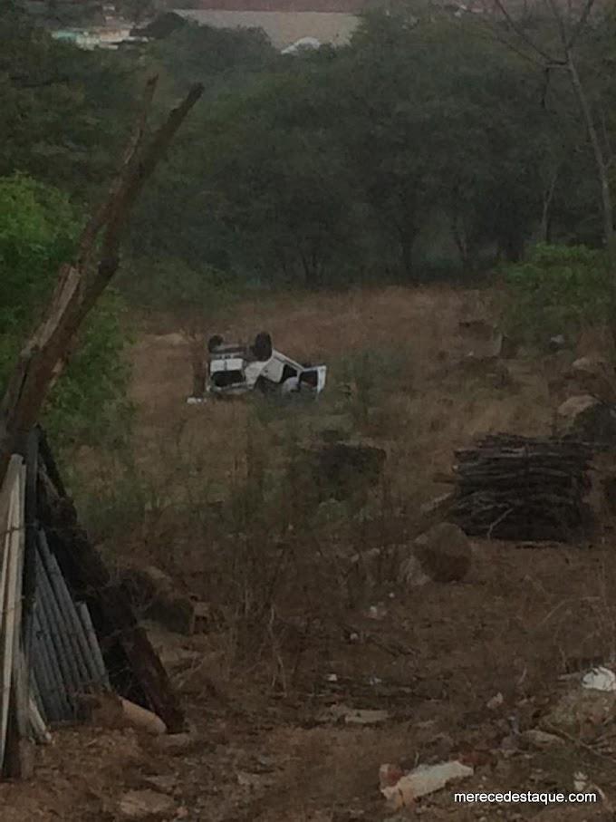 Carro capota após condutor perder o controle em trecho em obras na BR-104