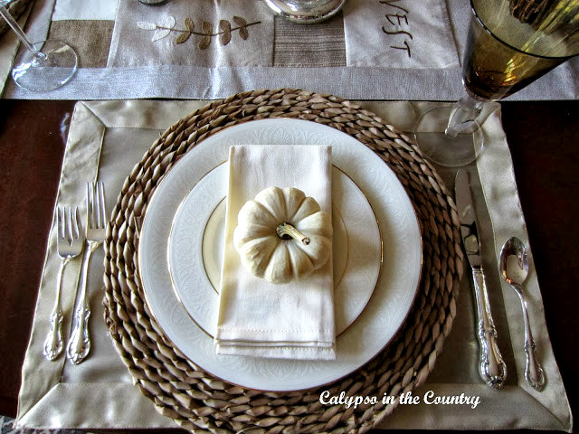 White Pumpkin Table Setting - Ways to decorate with white pumpkins