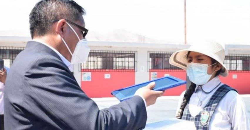 Año escolar se inició en Arequipa con entrega de tabletas electrónicas a escolares