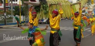 Kesenian Tradisional Buaya Putih berkembang di kampung Curugdahu Desa Kadubeureum kecamatan Padarincang kabupaten Serang.