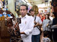 Presiden Joko Widodo beserta Ibu Negara Ajak Keluarga Beli Batik di Pasar Beringharjo