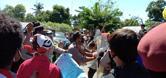 Aksi Tolak Tambang Batu Gamping di NTT Dihadapi Dengan Kekerasan