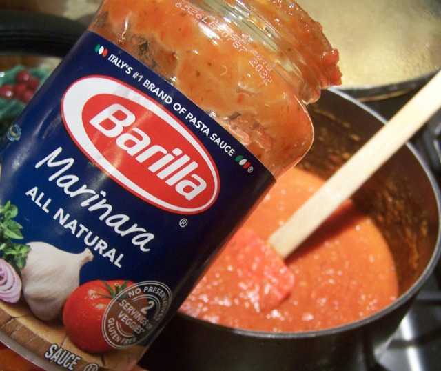 Flavorful marinara sauce to add to the pasta.
