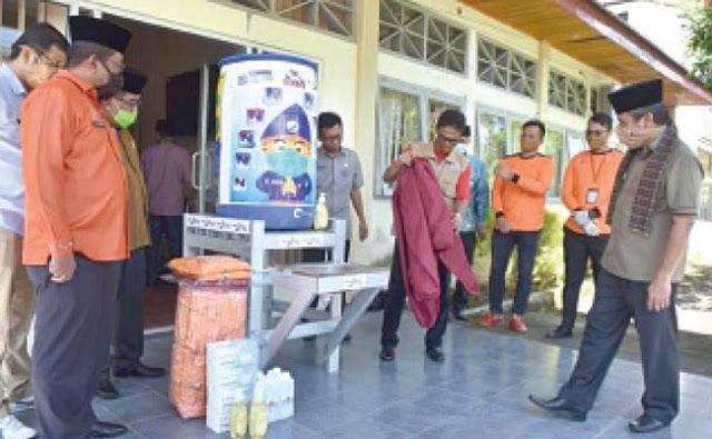 Peduli Pencegahan COVID-19, Bank Nagari Lubuk Basung Serahkan Berbagai Bantuan