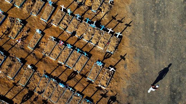 Vista aérea do cemitério Nossa Senhora Aparecida, em Manaus