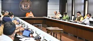 कोरोना संक्रमण से बचाव और उपचार की व्यवस्थाओं को निरन्तर सुदृढ़ बनाकर रखा जाए : मुख्यमंत्री योगी