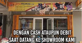 Dengan cash ataupun debit saat datang ke showroom kami
