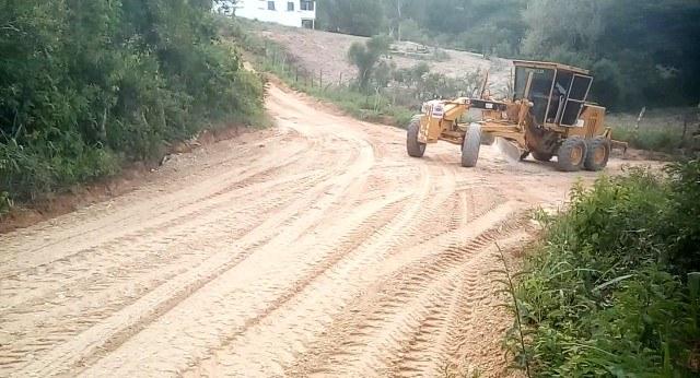 Prefeitura de Umbuzeiro realiza melhorias nas estradas vicinais do município