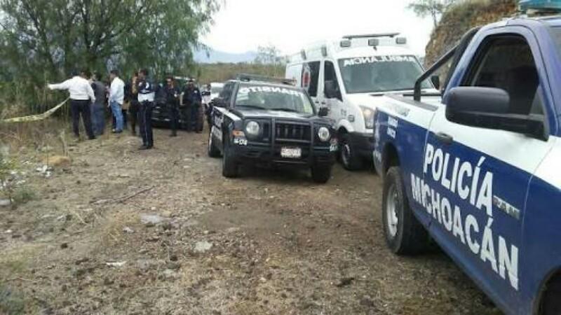 Ejecutan a tres personas en conocida localidad de balnearios de Michoacán