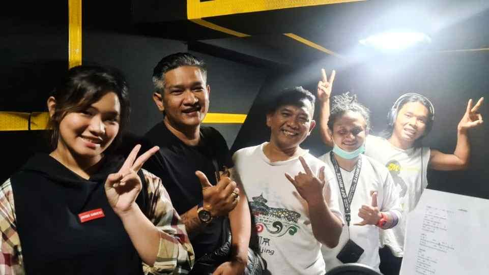 Tim Prima Founder Records saat berada di Prima Founder Studio - Yogyakarta. (Dok. Istimewa)