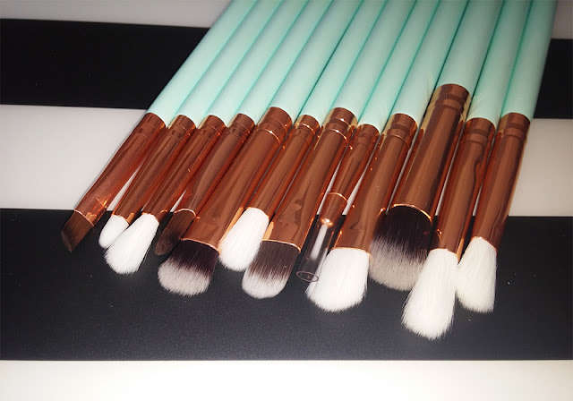 http://www.tosave.com/p/12pcs-Pro-Makeup-Brushes-Set-Foundation-Powder-Eyeshadow-Eyeliner-Lip-Brush-90461.html