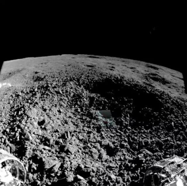 Imagem de Yutu-2 da cratera onde o estranho gel foi encontrado