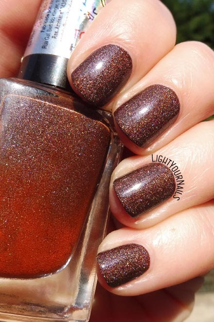 Smalto olografico marrone La Femme Elegante brown holographic nail polish #holographic #nails #unghie #esmalteslafemme